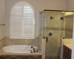 Master Bath with Arched Window