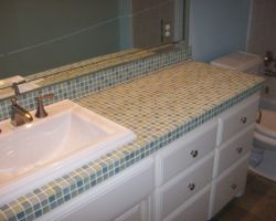 Jetted tub with panelled front